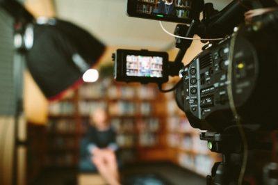 """A kiadóvállalatoknak és a műsorgyártóknak is jelenteniük kell - Nehogy  """"illetéktelen"""" kezekbe, illetve befolyás alá kerüljenek a stratégiai társaságok"""