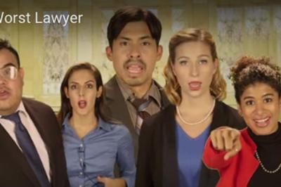 Hétvégi pihentetőül: A világ legszörnyűbb ügyvédhirdetései