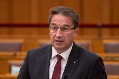 Az igazságügyi törvényeknek alkalmazkodniuk kell a változó viszonyokhoz – mondta dr. Völner Pál a parlamentben