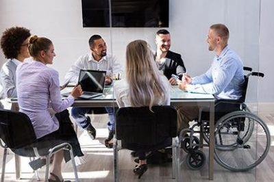 Felülvizsgáltathatja-e a munkáltató a munkavállaló keresőképtelenségét?