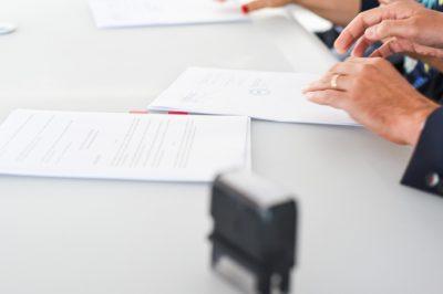 Együttes cégjegyzésre jogosultak adhatnak-e meghatalmazást egy aláírónak?