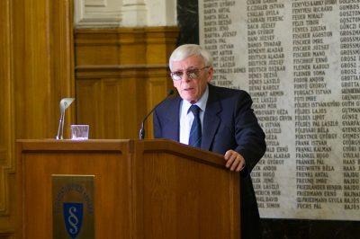 Elhunyt Lábady Tamás, az Alkotmánybíróság volt tagja