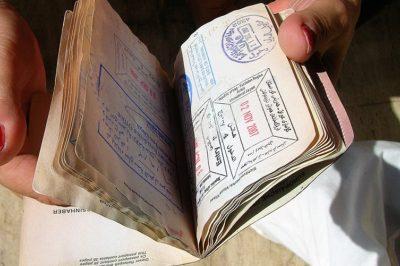 Hamis személyi iratokat állítottak ki egy budapesti okmányirodában