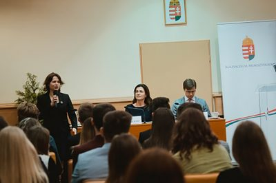 A technológiai fejlődés rengeteg kihívást tartogat a fiatal jogászokszámára - mondta dr. Varga Judit a Nemzeti Kiválósági Jogászösztöndíjasok Szakmai Napján