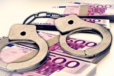 Hatszázmilliós csalás miatt vádat emeltek egy ügyvéd és társa ellen