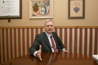 Bemutatjuk a Győr-Moson-Sopron Megyei Ügyvédi Kamarát és elnökét, dr. Havasi Dezsőt