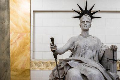 Jogszabálysértő hatósági döntés nem maradhat jogorvoslat nélkül - mondta ki a Kúria