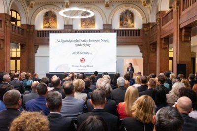 Az erős és egységes bírósági szervezet Magyarország szuverenitásának az őre, s mindez bizalmat is szül az emberekben - vélekedett az OBH elnöke egy szakmai konferencián