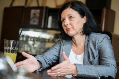 Új öröklési szabályok léptek életbe - Vera Jaurova uniós biztos a változásokról