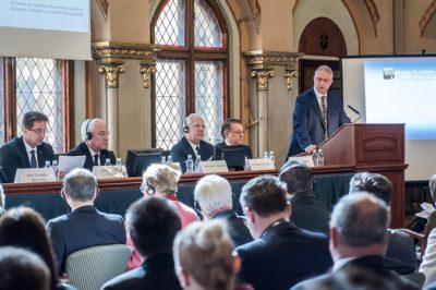 Korrekt szabályozás és felügyelet segítheti a végrehajtókat, igazságügyi szakértőket