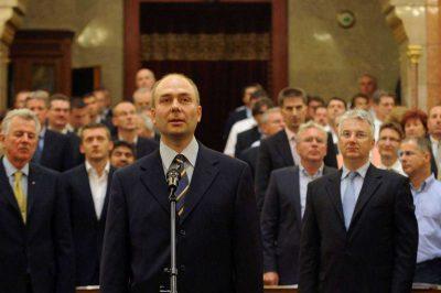 Meg kívánja őrizni intézménye függetlenségét, politikamentességét dr. Kozma Ákos, az új ombudsman - Civil szervezetek aggályai