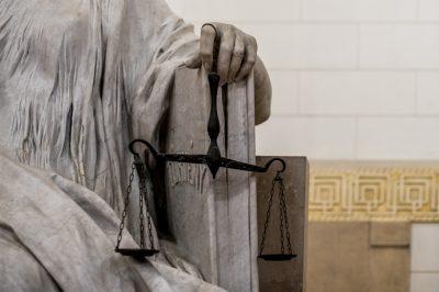 Az érvénytelenségi kifogás mindig az érdemi ellenkérelem része  – mondta ki a Kúria