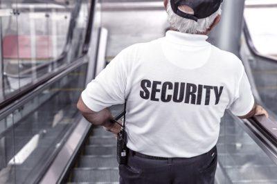 Őrző-védő cégek vezetői ellen indított eljárást a NAV
