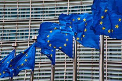 Szankciós keretrendszer kialakítását javasolja az EB az emberi jogok megsértése ellen