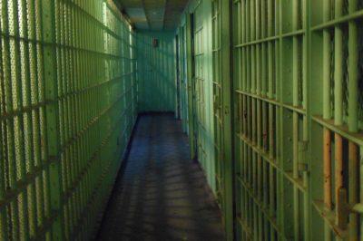 Szomorú bv-állapotok: kevés a börtönőr, folyamatosak a bántalmazások – mit tapasztal az ügyvéd, mit állít a BVOP