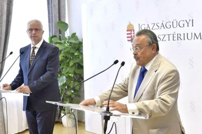 Nagy lépés előre: új Be és új Üt. - az igazságügyi miniszter és a MÜK elnöke közös sajtótájékoztatót tartott