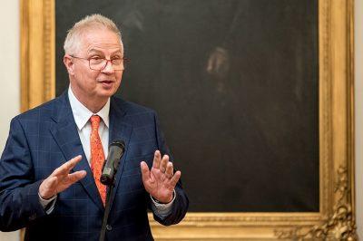 Korunk kérdéseinek útvesztőiben kell eligazodnunk - Beszélgetés az  MJE új elnökével, dr. Trócsányi Lászlóval