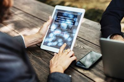 Új szabályokat fogadott el az EB az elektronikus fizetés biztonsága érdekében