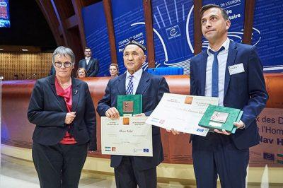 A remény üzenetének hordozói: Ilham Tohti és az Emberi Jogokért Felelős Ifjúsági Kezdeményezés kapta az idei Václav Havel-díjat