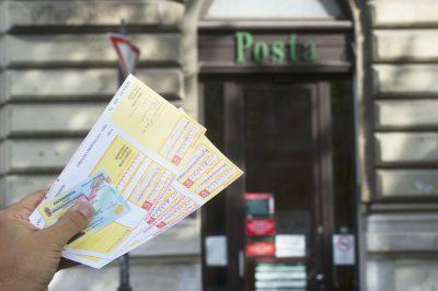 Változnak a csekkbefizetés szabályai - ügyfélátvilágítást is végezhet a Posta