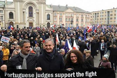 Tizennégy európai ország bírái és ügyvédei tüntettek január 11-én Varsóban (video)