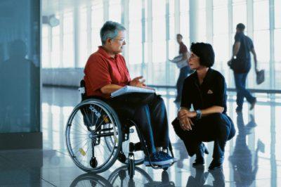 Kiadványt tett közzé az Egyenlő Bánásmód Hatóság a légi utasok jogairól – különös tekintettel a fogyatékkal élőkre