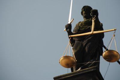 A büntetőeljárások során mindenkit egyenlően kell kezelni - követeli meg az EU