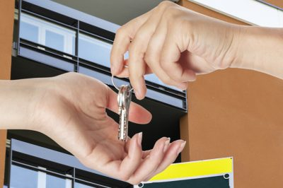 A közjegyzői okirat biztonságot jelent a lakását bérbeadónak – És az ügyvéd szerkesztette okirat? - válaszol dr. Hidasi Gábor