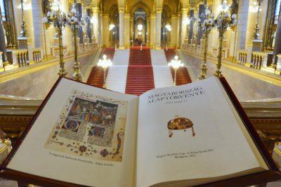 A magyar alkotmány követendő példa Európában – állítja dr. Polt Péter legfőbb ügyész - Öt éves az alaptörvény