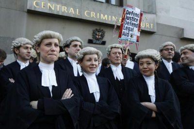 Aki rasszista vagy nem mond igazat, nem lehet ügyvéd - az Egyesült Királyságban