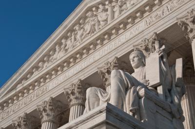 Hat év börtönre ítéltek nem jogerősen csalásért egy ügyvédet