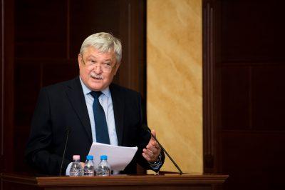 Az OTP-ben minden jogtanácsos tagja lehet az ügyvédi kamarának - Csányi Sándor: milyen ügyvédre lesz szükség a jövőben?
