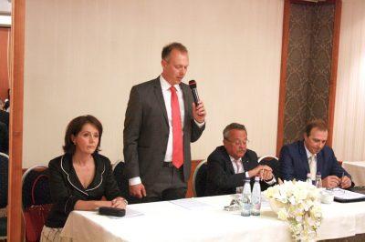 A roskasztó terhek alól egy kiút van: az ügyvédi szakosodás, ami viszont újabb kockázatokat hozhat - Kamarai közgyűlés Békésben
