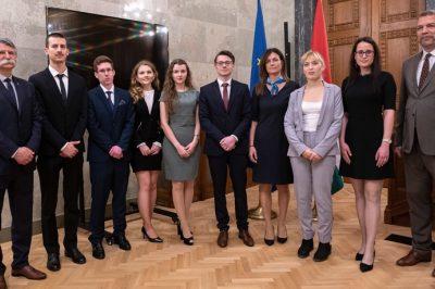Európának a közös lehetőségekről kell szólnia, nem pedig a nemzetek elsorvasztásáról – fogalmazta meg vélemenyét dr. Varga Judit egy pályázati díjátadón