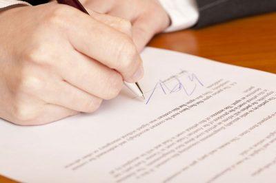 Ha megszűnik az ügyvédi megbízás, azonnal be kell jelenteni