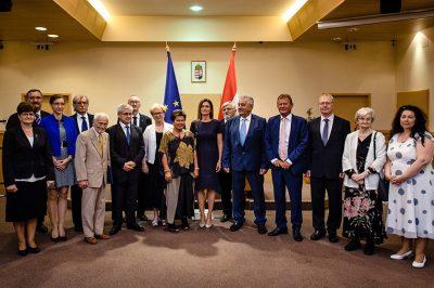 Magas kitüntetéseket, elsimeréseket kaptak jogászok, köztük két ügyvád: dr Ábrahám László és dr. ifj. Vég Tibor
