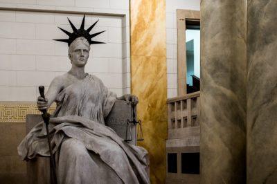 Kizárt az ügyvédi tevékenység gyakorlása az ügyészi jogviszony megszűnését követő két évig