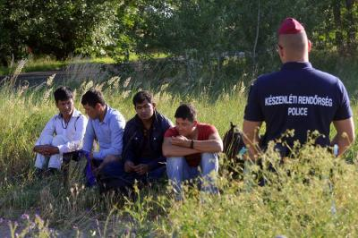 Migráns ügyek: az ügyészség a jelenlegi erőforrásaiból év végéig tudja kezelni a helyzetet