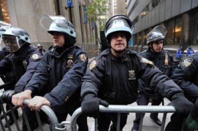 Intézkedő rendőrökről készült sajtófotók közlését tiltó bírósági ítéleteket semmisített meg az Ab