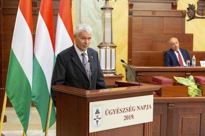 Az ügyészség nincs alárendelve más alkotmányos szervnek, függetlenül végezheti a munkáját - mondta dr. Polt Péter az Ügyészség napján