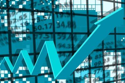KORONAVÍRUS - Rekordon a befektetési osztályzatuk elvesztésétől veszélyeztetett vállalatok száma