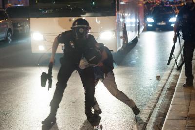 A rendőri bántalmazások többsége következmények nélkül marad - állítja a Helsinki Bizottság