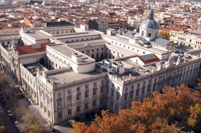 És Spanyolországban milyen  körülmények veszélyeztetik az igazságszolgáltatás függetlenségét?