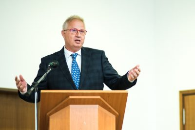 A közgazgatási bíráskodás bevezetése nem politikai, hanem szigorúan szakmai ügy – hangsúlyozza dr. Trócsányi László