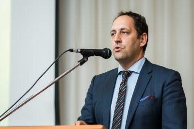 Robotok - eljött az idő a jogi szabályozás kialakítására - Dr. Udvary Sándor a megelőző lépésekről