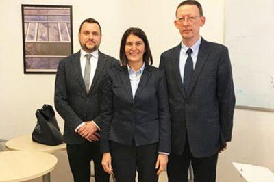 Vizsgálja az OBH elnöke és OBT közötti hatáskörmegosztást és együttműködést az EU