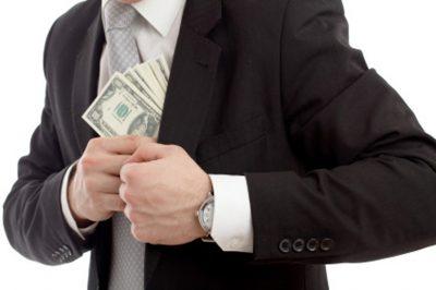 Ügyvédi segítséggel csalt ki vállalkozóktól ötvenmilliót egy férfi