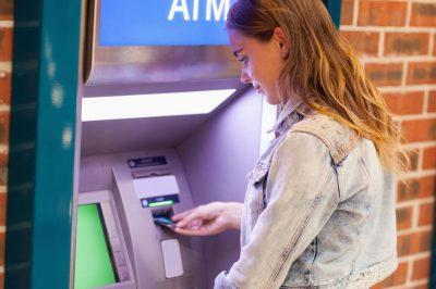 Egyeseknek nem jár az ingyenes készpénzfelvétel