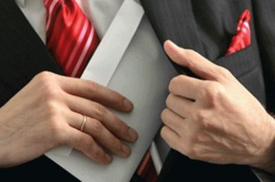A korrupt rendőr és a vesztegető ügyvéd