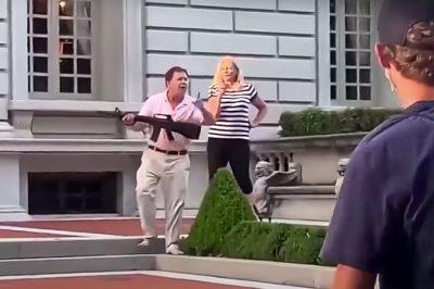 Kegyelmet kapott a tüntetőkre fegyverrel rontó ügyvédpár az USA-ban